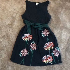 Dresses & Skirts - Black dress with embroidered flowers